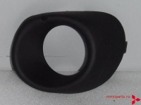 Заглушка противотуманки правая черная аутлендер 13- mb4163713r